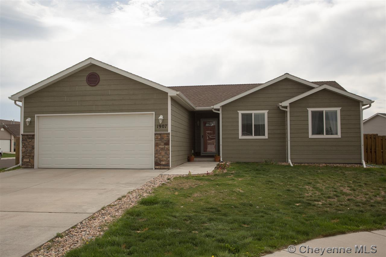 Single Family Home for Sale at 1907 Autumn Circle Laramie, Wyoming United States