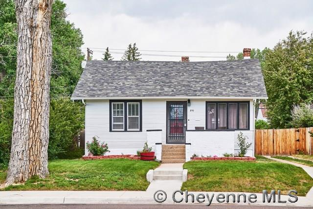 Single Family Home for Sale at 810 W Pershing Blvd Cheyenne, Wyoming United States
