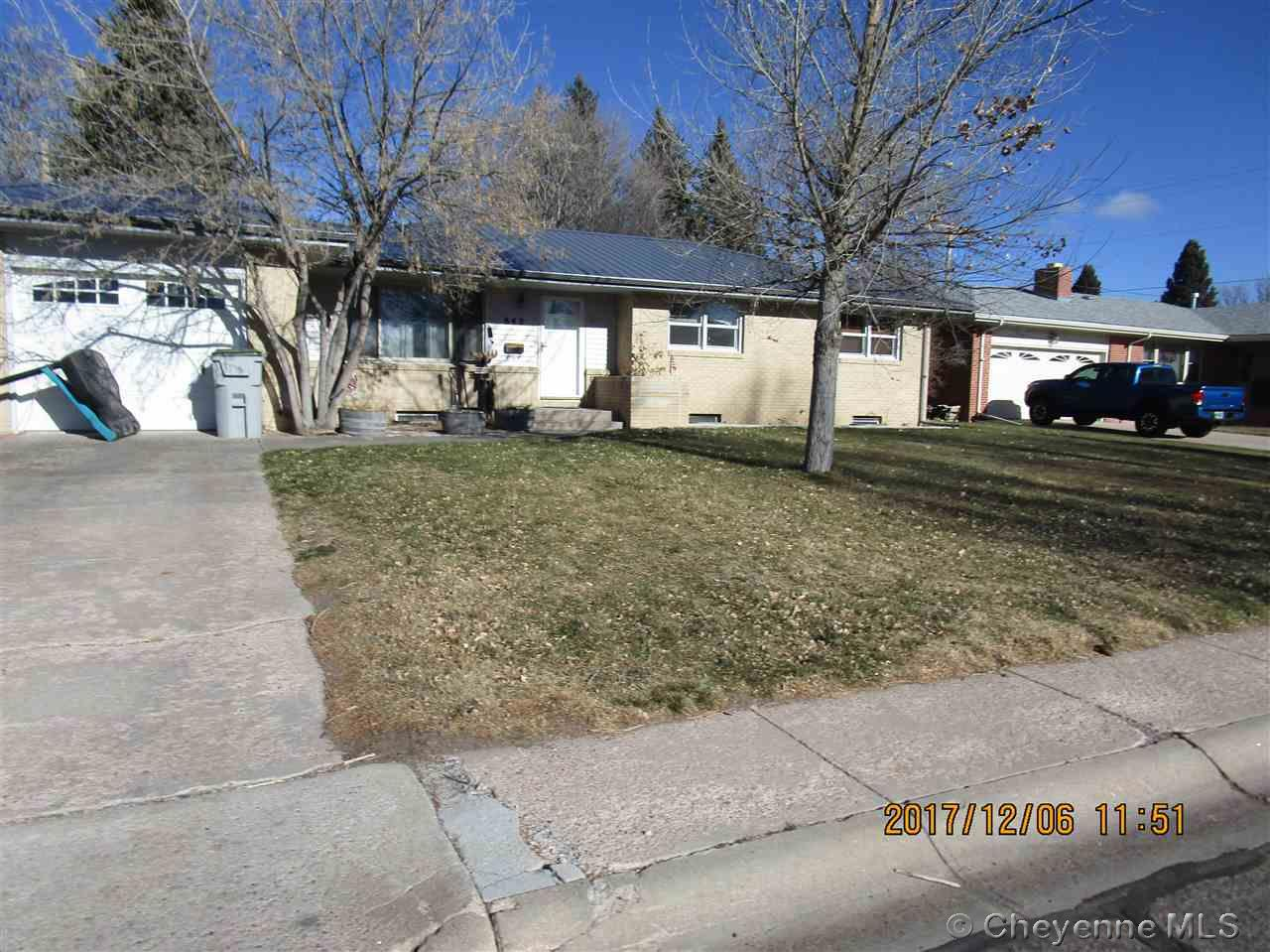Additional photo for property listing at 842 Apache St Cheyenne, Wyoming United States