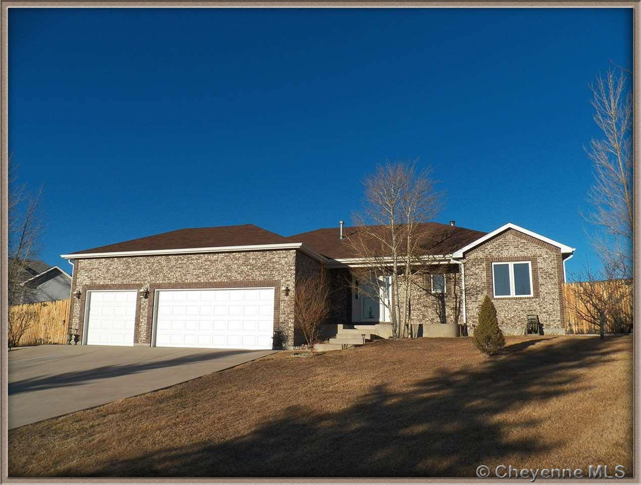 Single Family Home for Sale at 5611 Bluff Pl Cheyenne, Wyoming United States