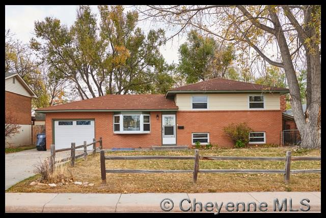 Single Family Home for Sale at 1501 Monroe Ave Cheyenne, Wyoming United States