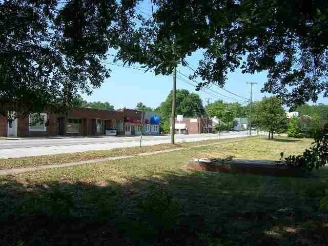 200 lucas Avenue, Laurens, SC 29360