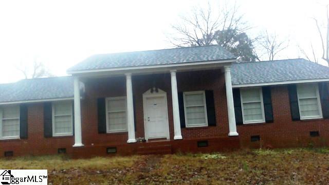 2322 OLD LAURENS Road, Greenwood, SC 29649