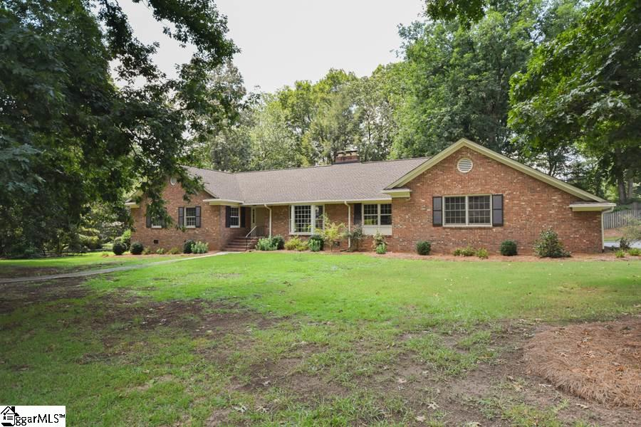 102 Bridgewater, Greenville, SC 29615