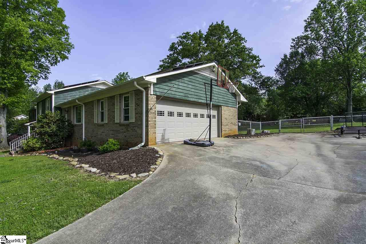 134 Forest Drive, Spartanburg, South Carolina 29301, 5 Bedrooms Bedrooms, ,3 BathroomsBathrooms,Single Family (Detached),For Sale,Forest,1389954