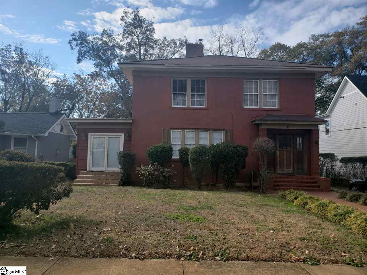 WALKING DISTANCE TO DOWNTOWN GREENVILLE... Convenient location.  Older home with lots of charm.  Thi