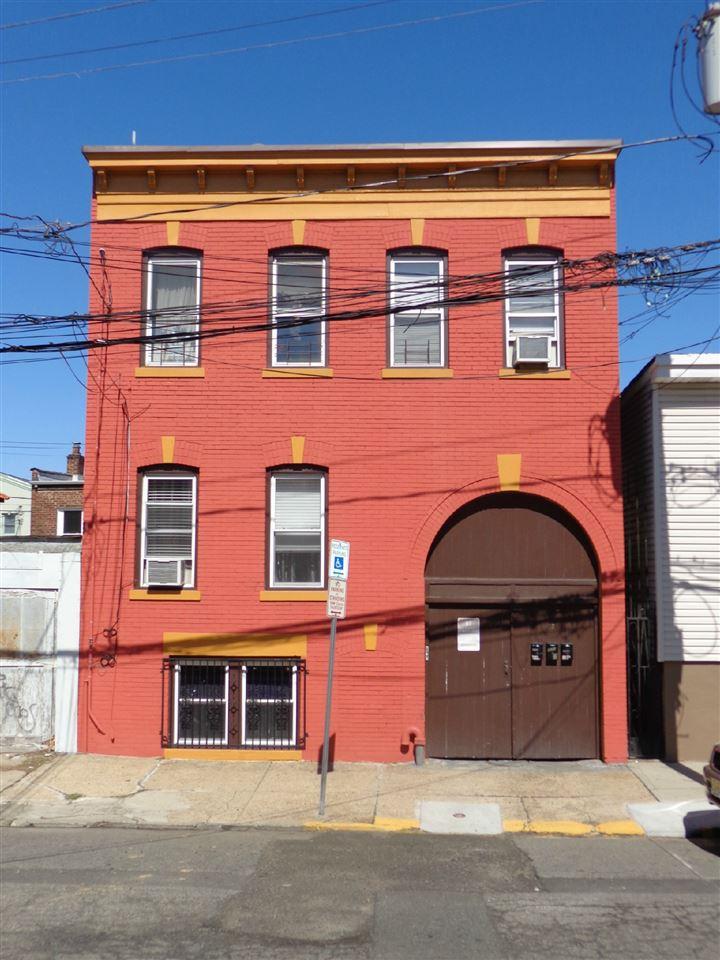 17 CALUMET ST, Newark, NJ 07105