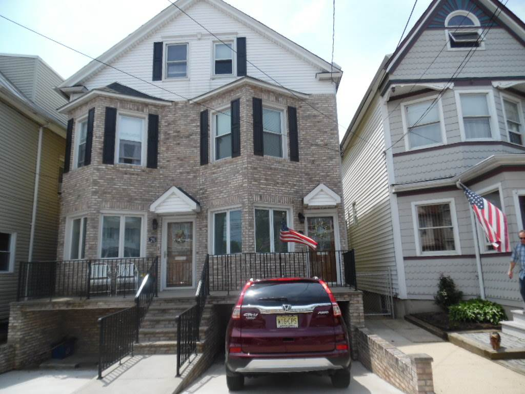 26 A WEST 44TH ST, Bayonne, NJ 07002