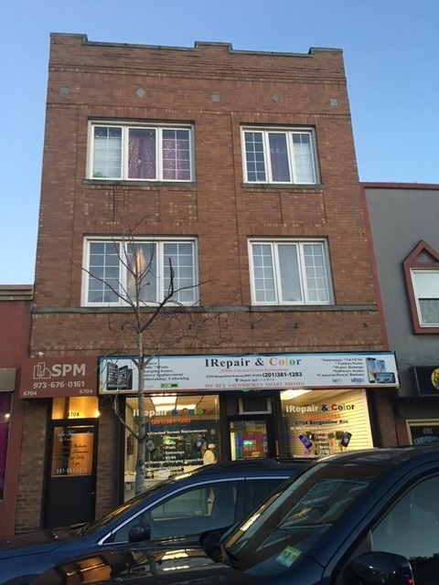 6704 BERGENLINE AVE, West New York, NJ 07093