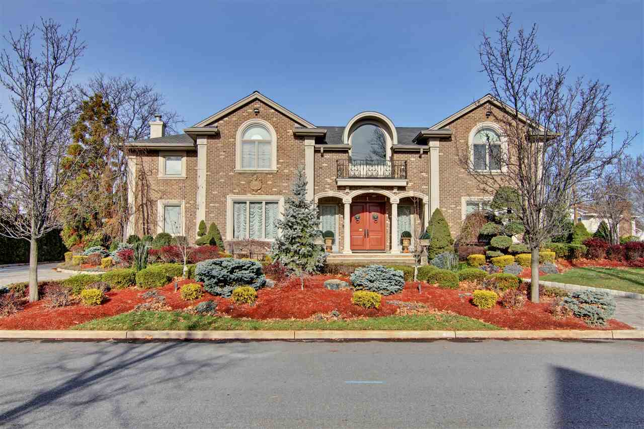 26 CAROL DR, Englewood Cliffs, NJ 07632