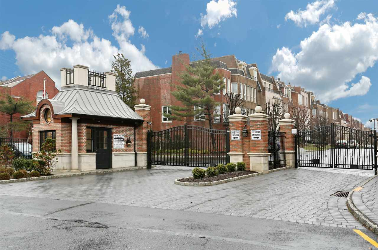 173 KENSINGTON DR 173, Fort Lee, NJ 07024