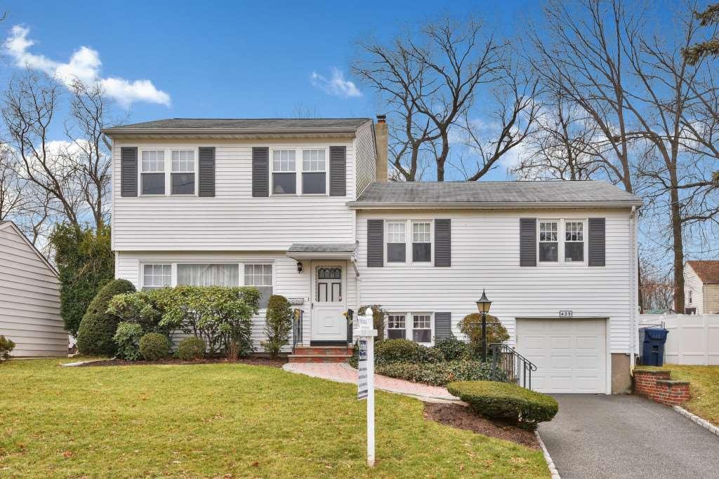 439 MAPLE HILL DR, Hackensack, NJ 07601