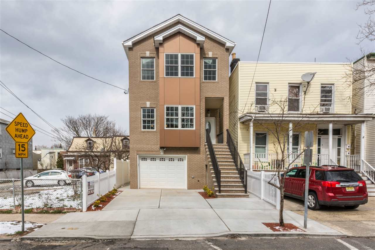 62 CARLTON AVE ., JC, Heights, NJ 07306