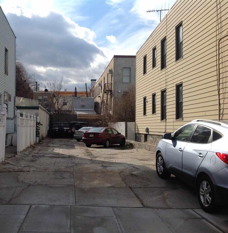 203 20TH ST, Union City, NJ 07087