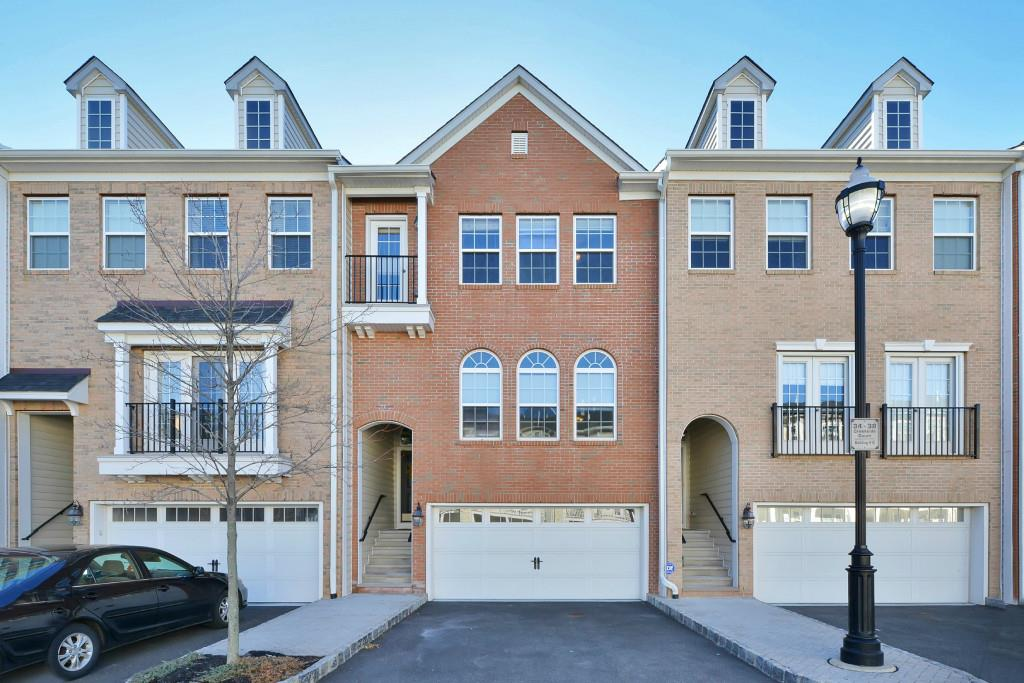 36 CREEKSIDE COURT 36, Secaucus, NJ 07094