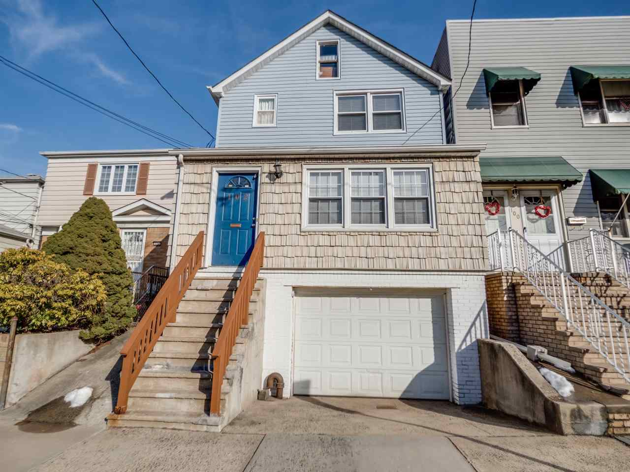 102 LEXINGTON AVE, Bayonne, NJ 07002