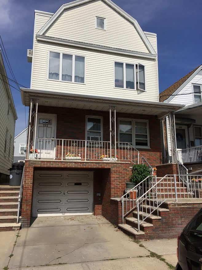 123 WEST 45TH ST, Bayonne, NJ 07002