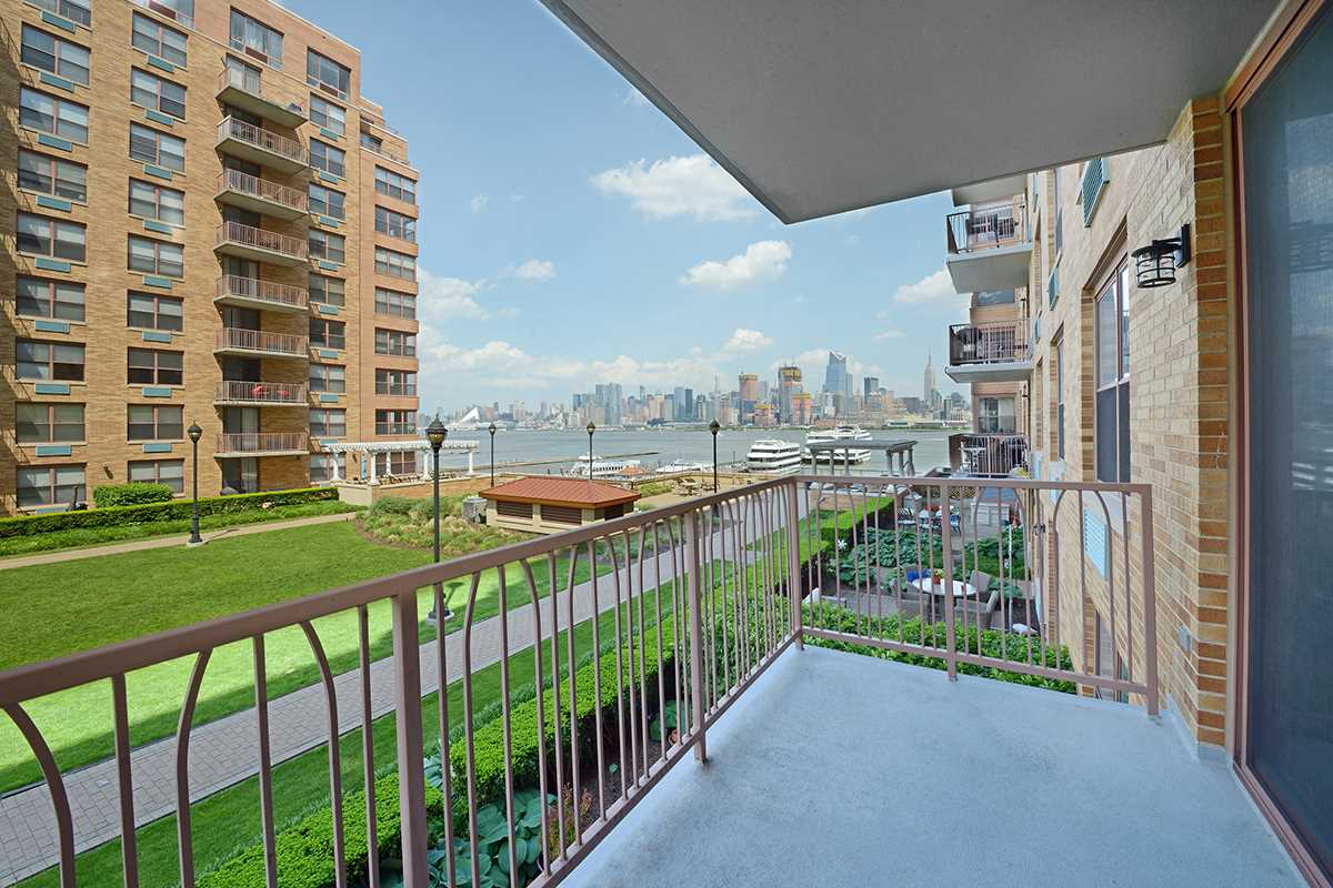 2 CONSTITUTION CT 516, Hoboken, NJ 07030