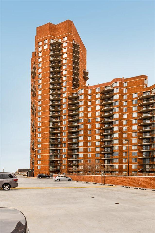 103 HARMON COVE TOWER 103, Secaucus, NJ 07094