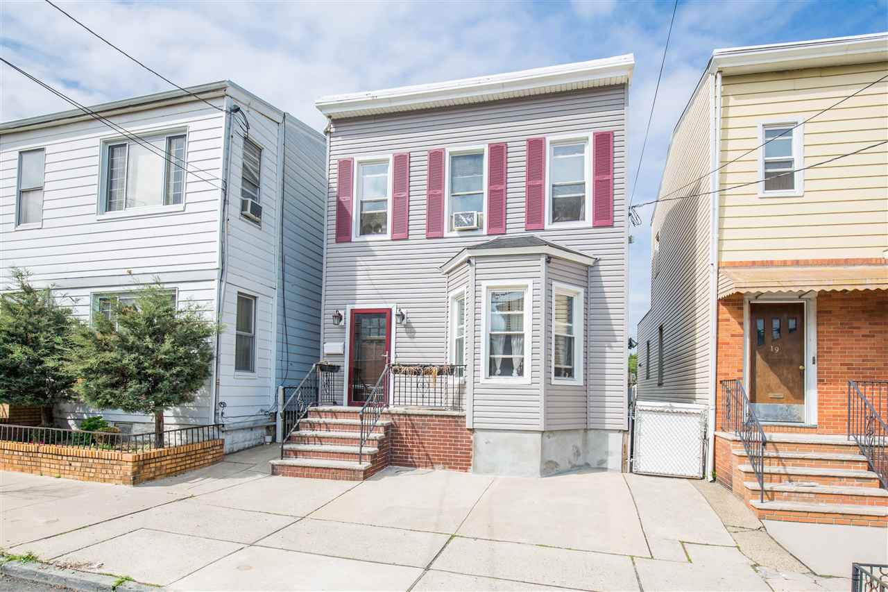 21 WEST 54TH ST, Bayonne, NJ 07002