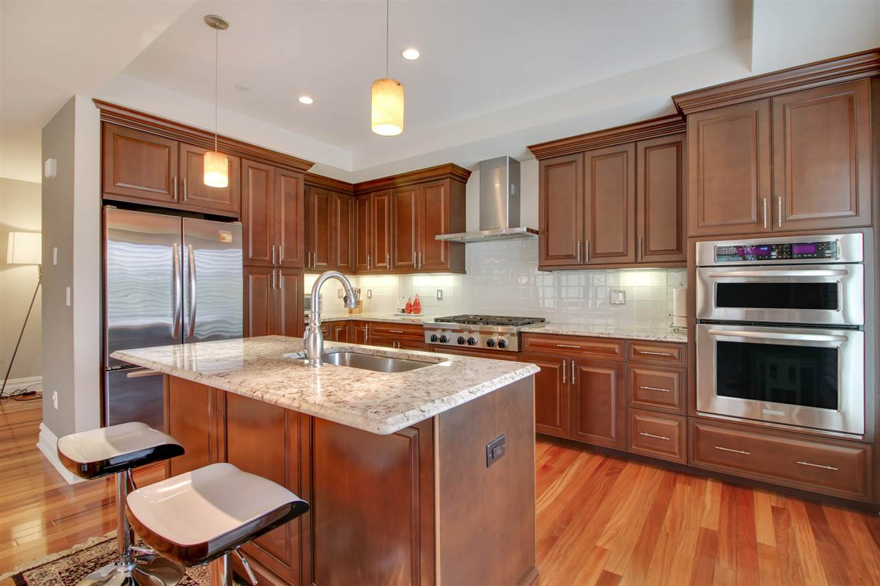 31 ETON ROW 31, Weehawken, NJ 07086