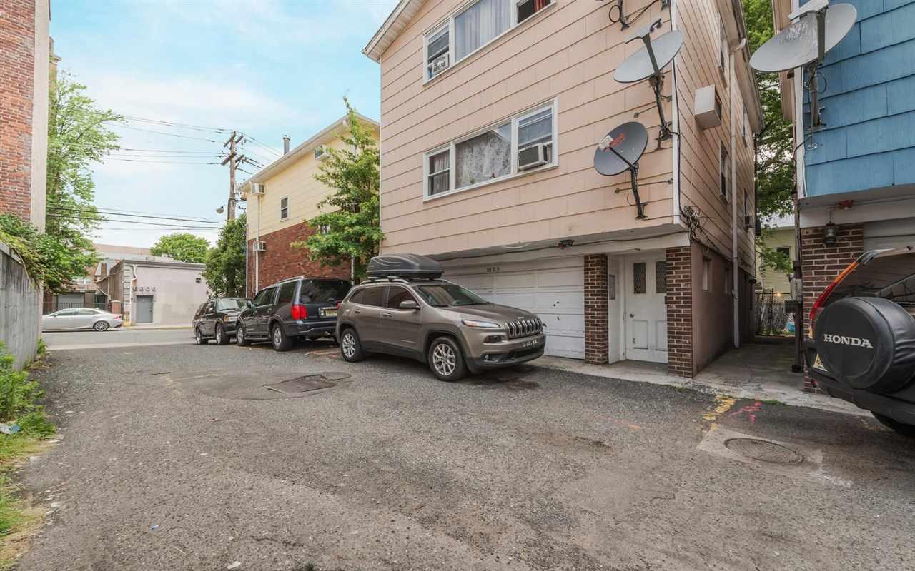 6810B PALISADE AVE, Guttenberg, NJ 07093