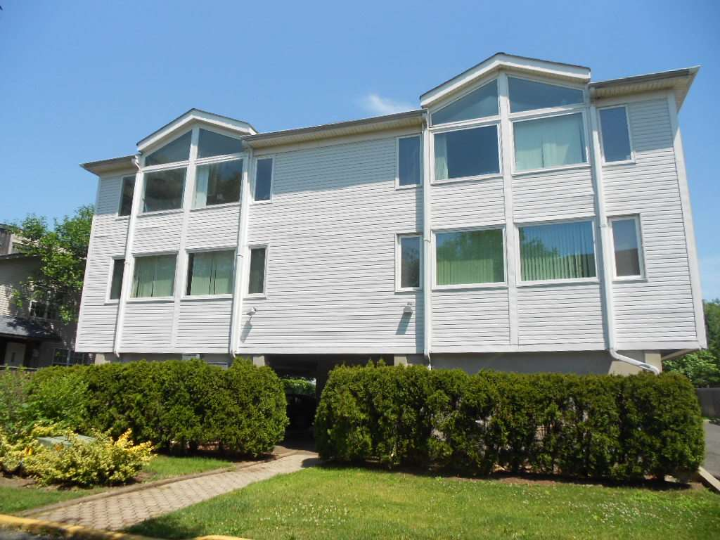 8 RIVER RD 8, Secaucus, NJ 07094