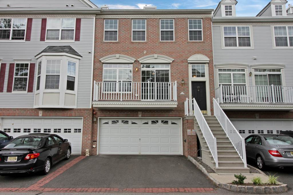 29 TOTTENHAM CT 29, JC, West Bergen, NJ 07305