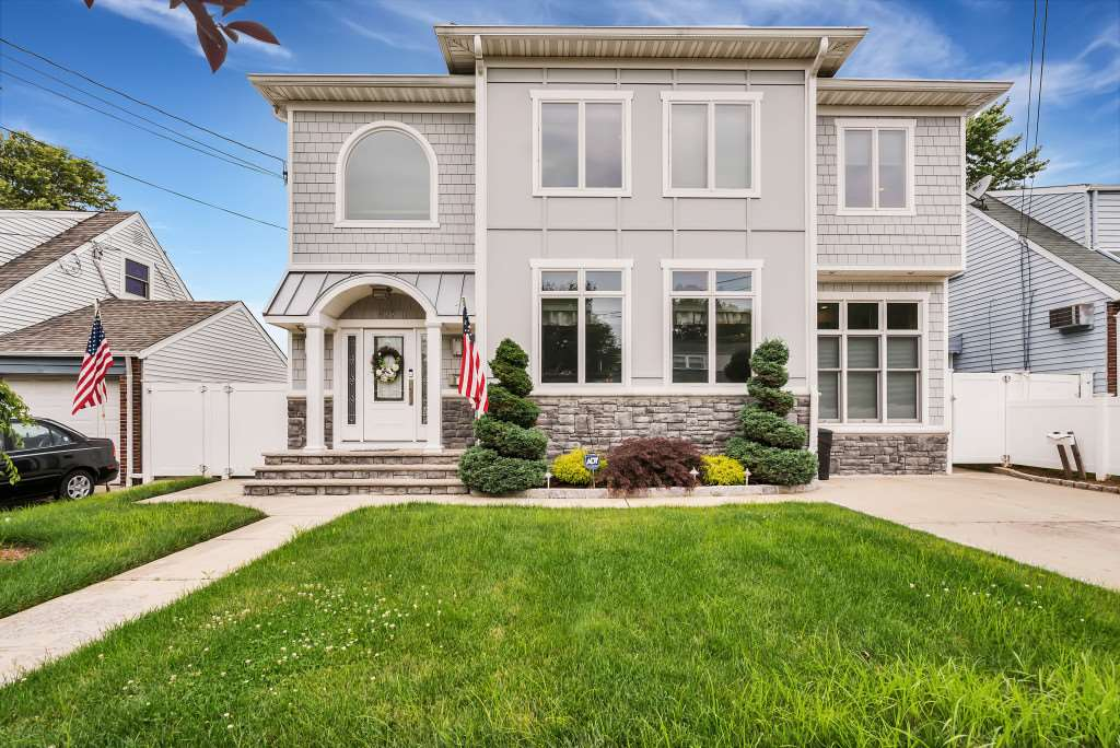 827 4TH ST, Secaucus, NJ 07094