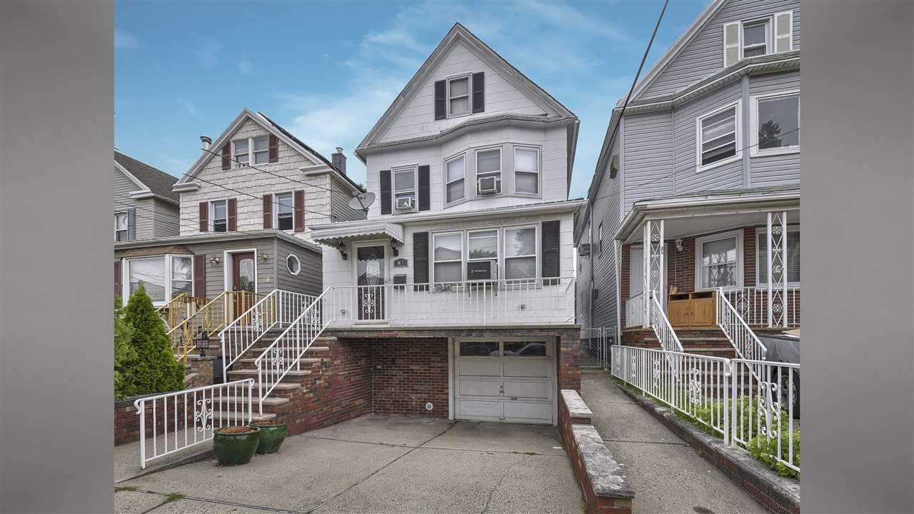 87 WEST 27TH ST, Bayonne, NJ 07002