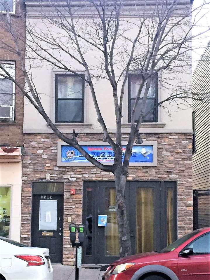 1303 SUMMIT AVE, Union City, NJ 07087