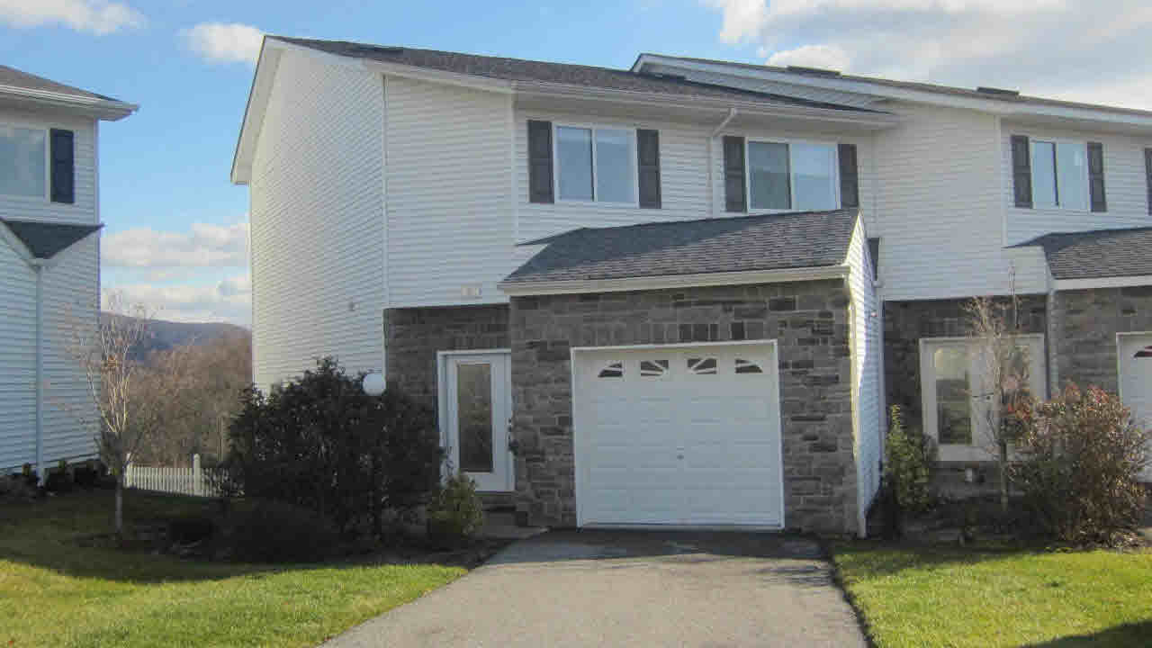 Single Family Home for Sale at 268 TAMERISK LANE 268 TAMERISK LANE New Windsor, New York 12553 United States