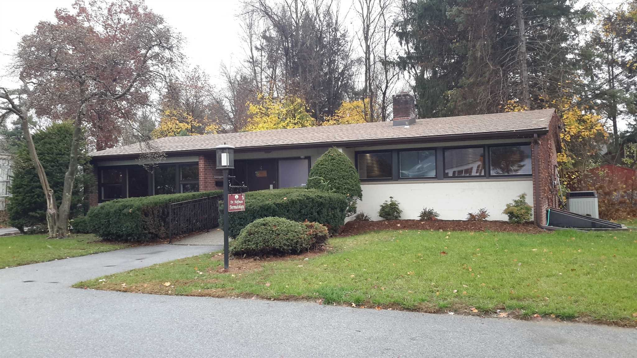 Commercial for Sale at 4 CRUMWOLD Place 4 CRUMWOLD Place Hyde Park, New York 12538 United States