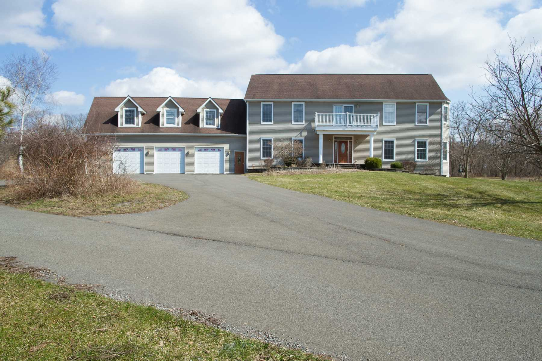 Single Family Home for Sale at 4 TOMS WAY 4 TOMS WAY Red Hook, New York 12571 United States