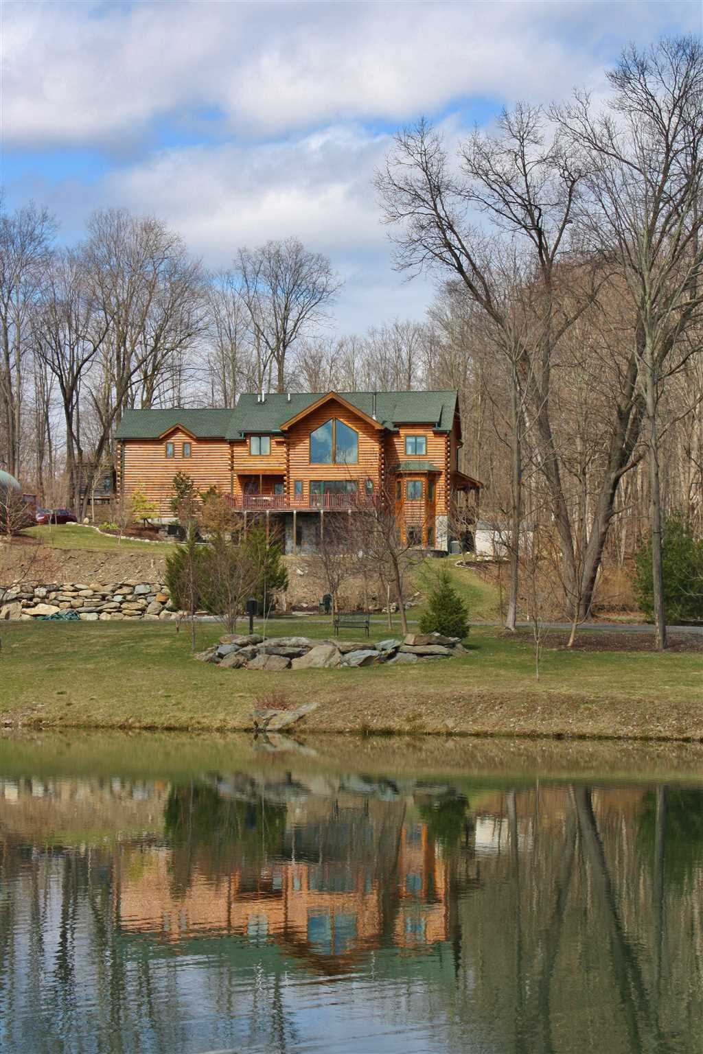 Additional photo for property listing at 162 CRUM ELBOW 162 CRUM ELBOW Hyde Park, New York 12538 United States