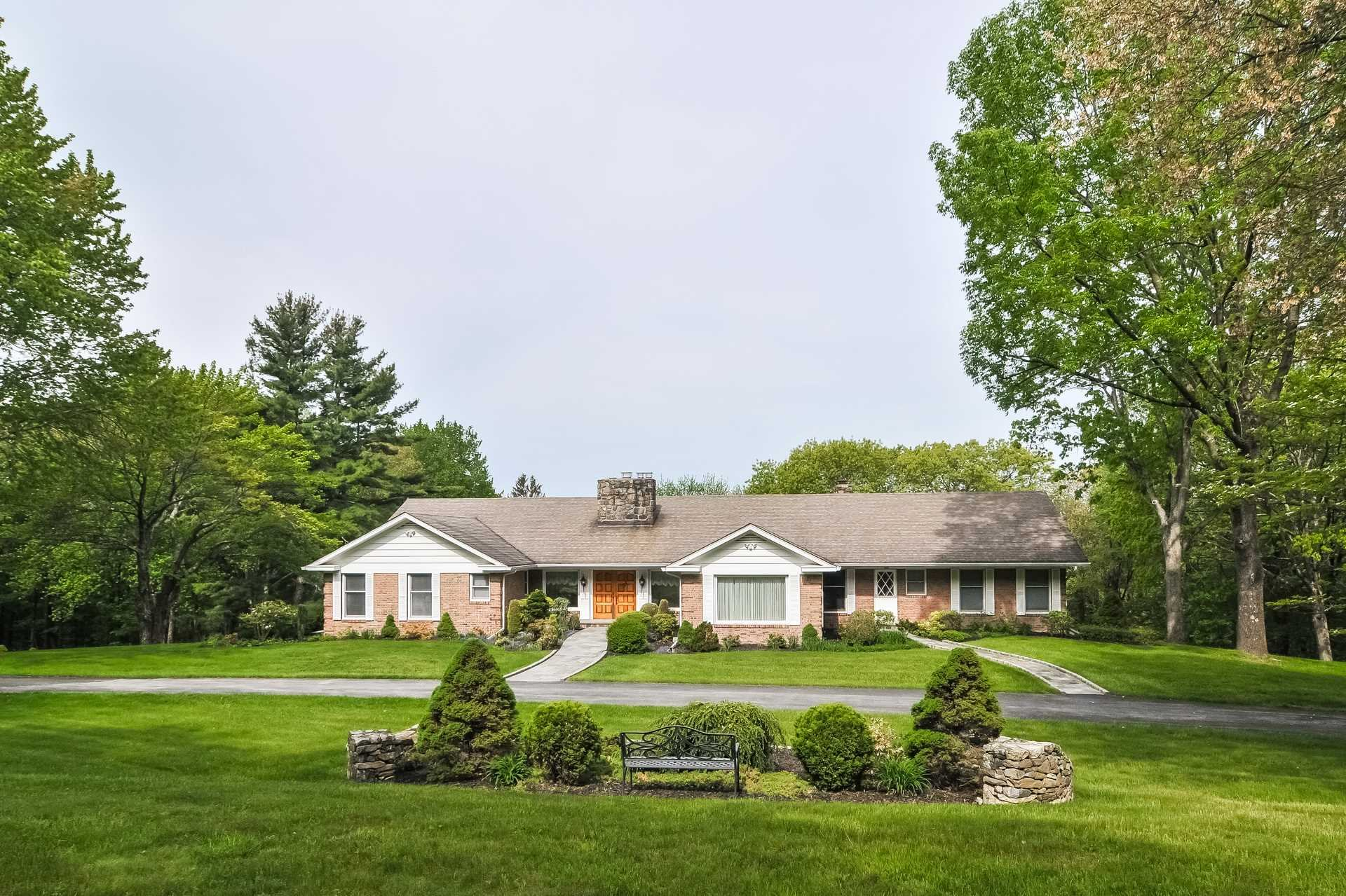 Single Family Home for Sale at 527 NORTH QUAKER HILL 527 NORTH QUAKER HILL Pawling, New York 12564 United States