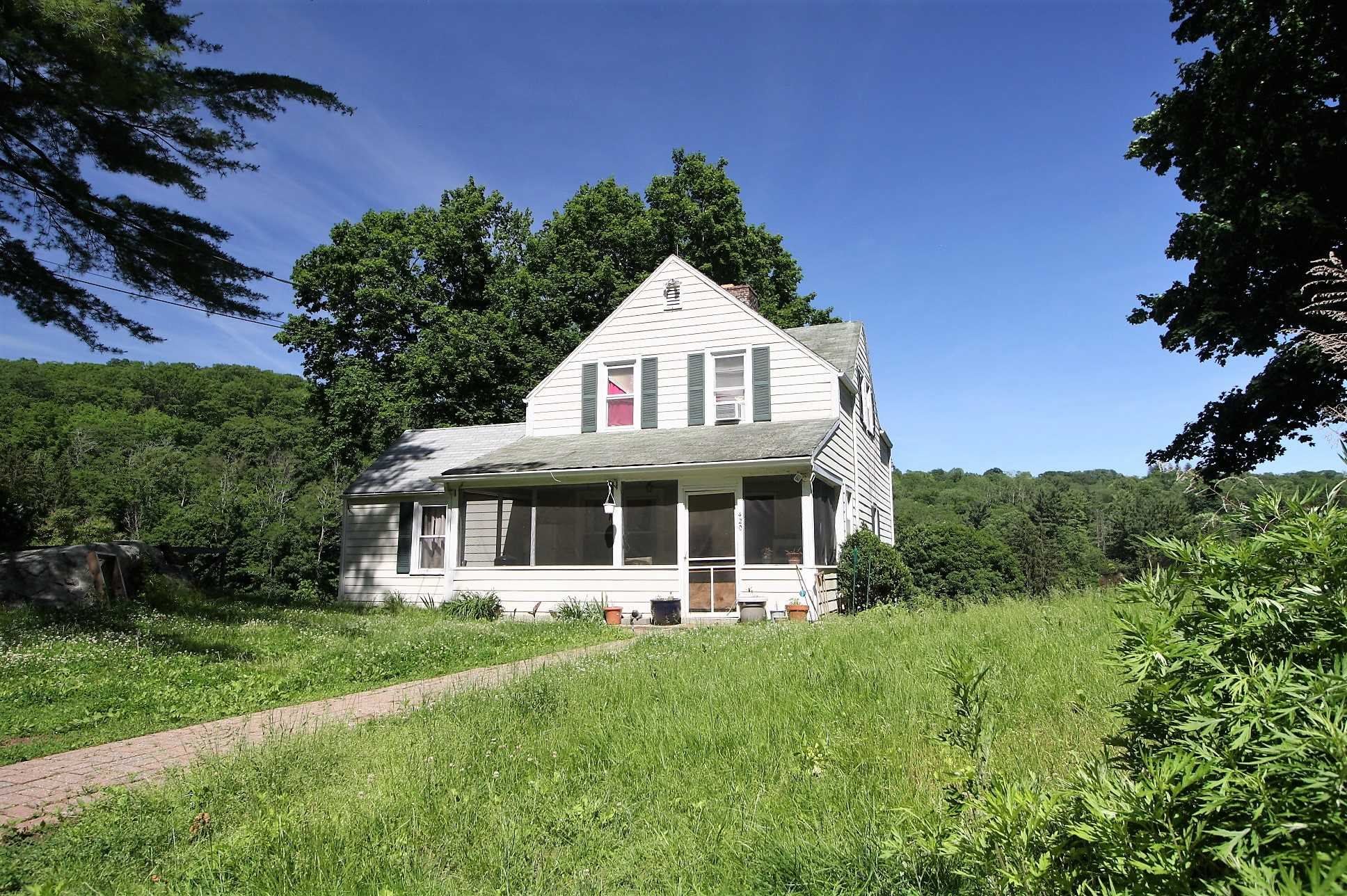 Single Family Home for Sale at 420 QUAKER HILL Road 420 QUAKER HILL Road Pawling, New York 12564 United States