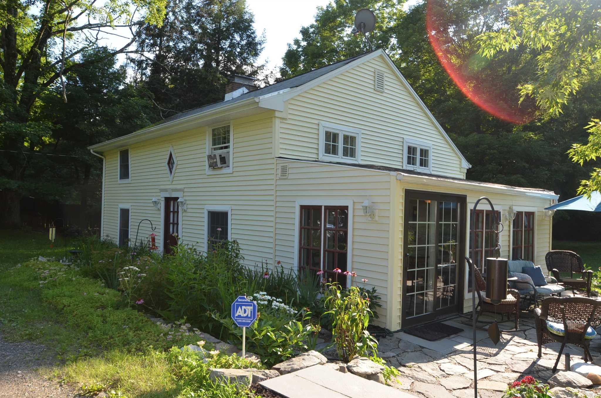 Single Family Home for Sale at 965 QUAKER Lane 965 QUAKER Lane Hyde Park, New York 12580 United States