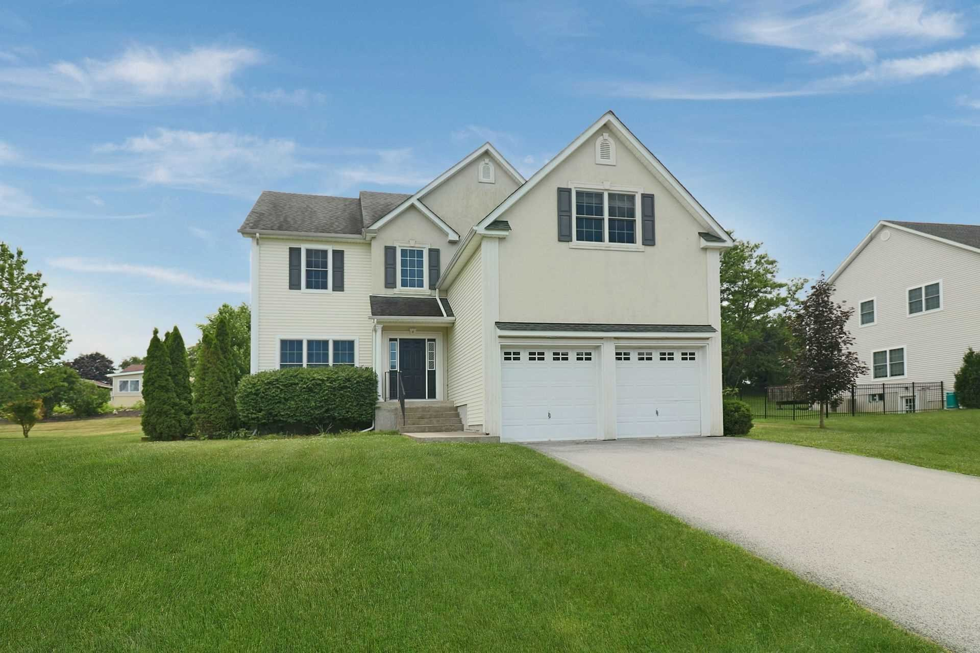 Single Family Home for Sale at 4 SUMMIT Drive 4 SUMMIT Drive Marlboro, New York 12542 United States