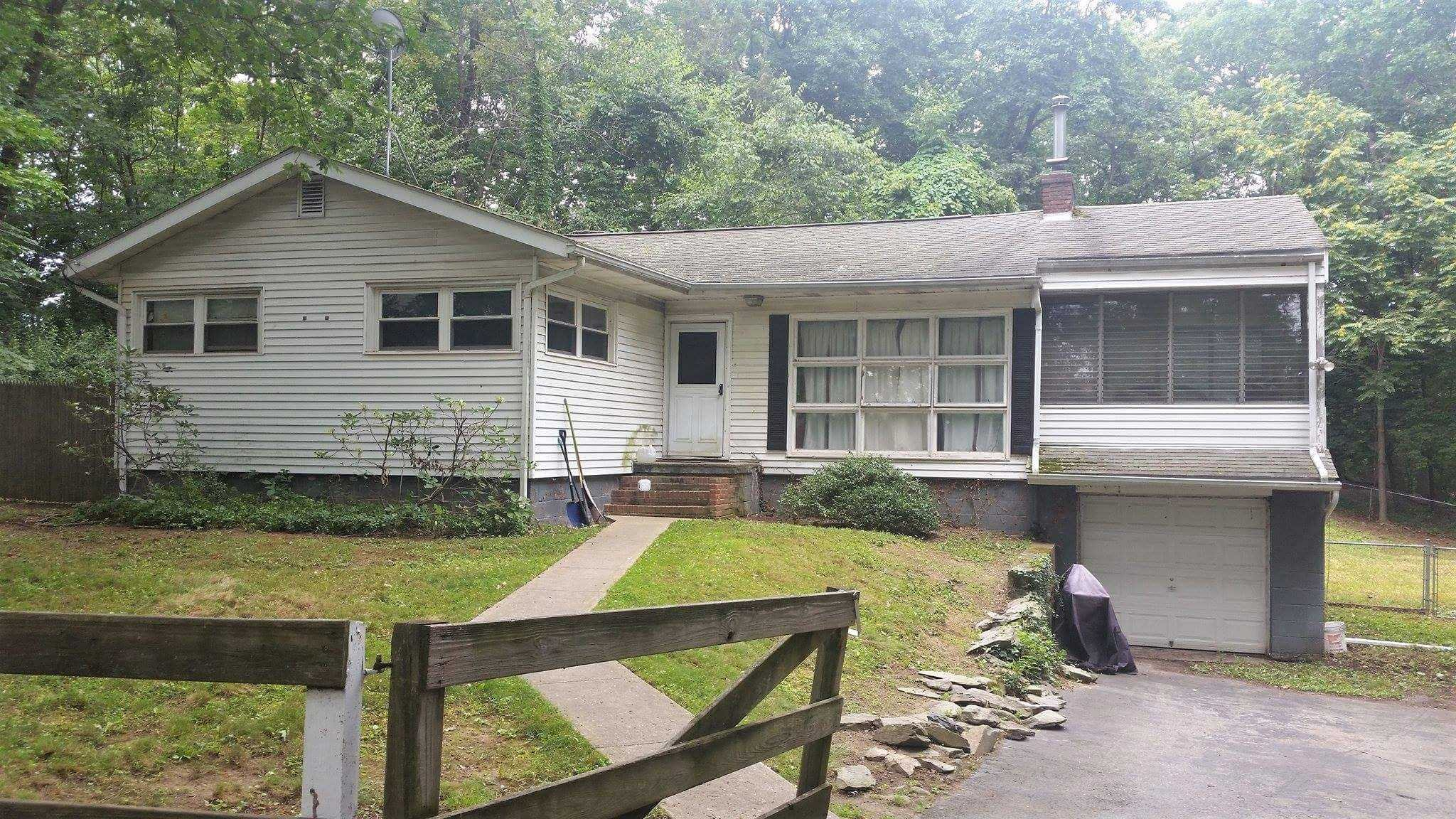Single Family Home for Sale at 5 CARLYLE Road 5 CARLYLE Road Hyde Park, New York 12538 United States