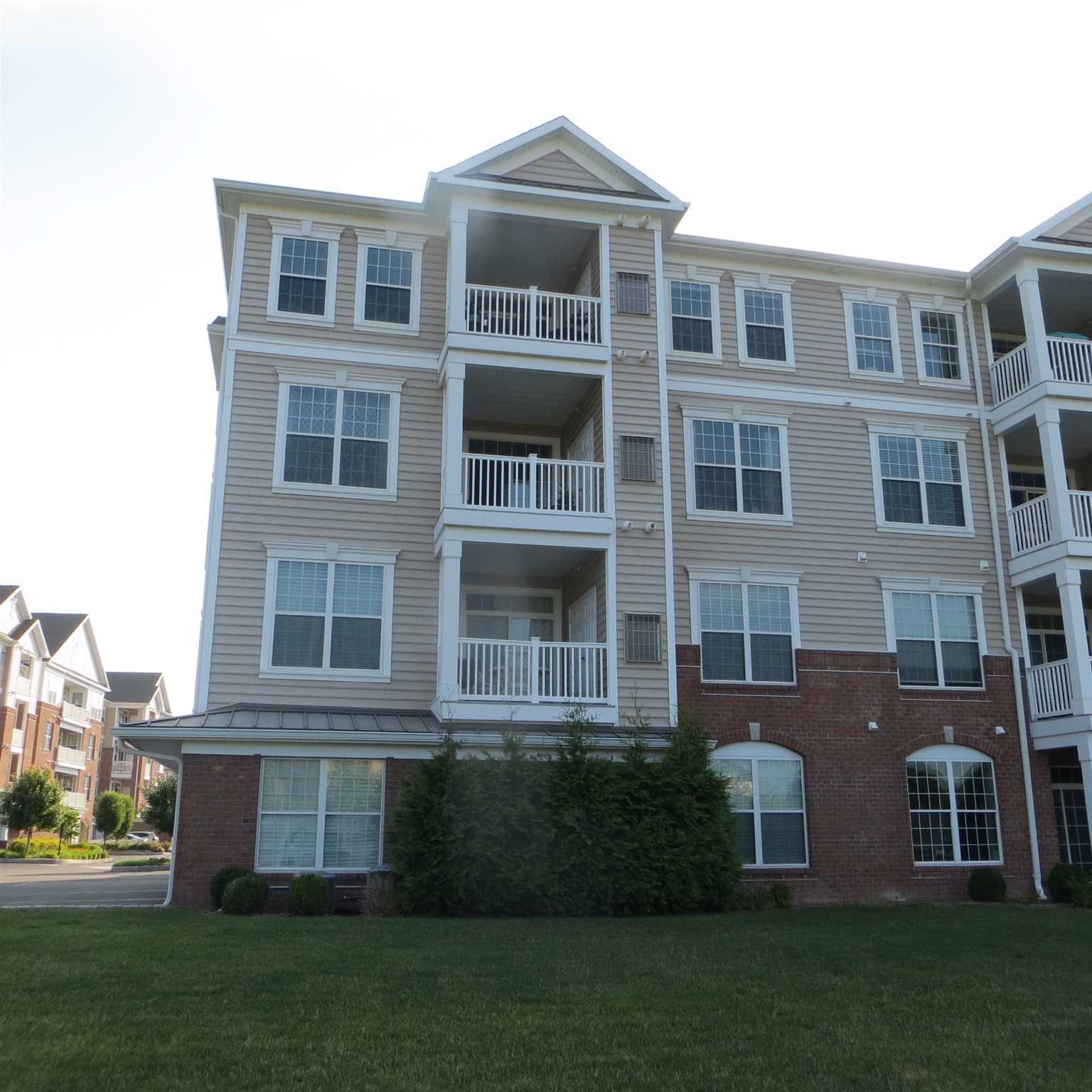 Single Family Home for Sale at 724 REGENCY Drive 724 REGENCY Drive Fishkill, New York 12524 United States
