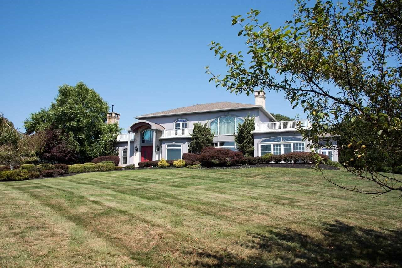 Single Family Home for Sale at 33 FAR HORIZONS 33 FAR HORIZONS Newburgh, New York 12550 United States