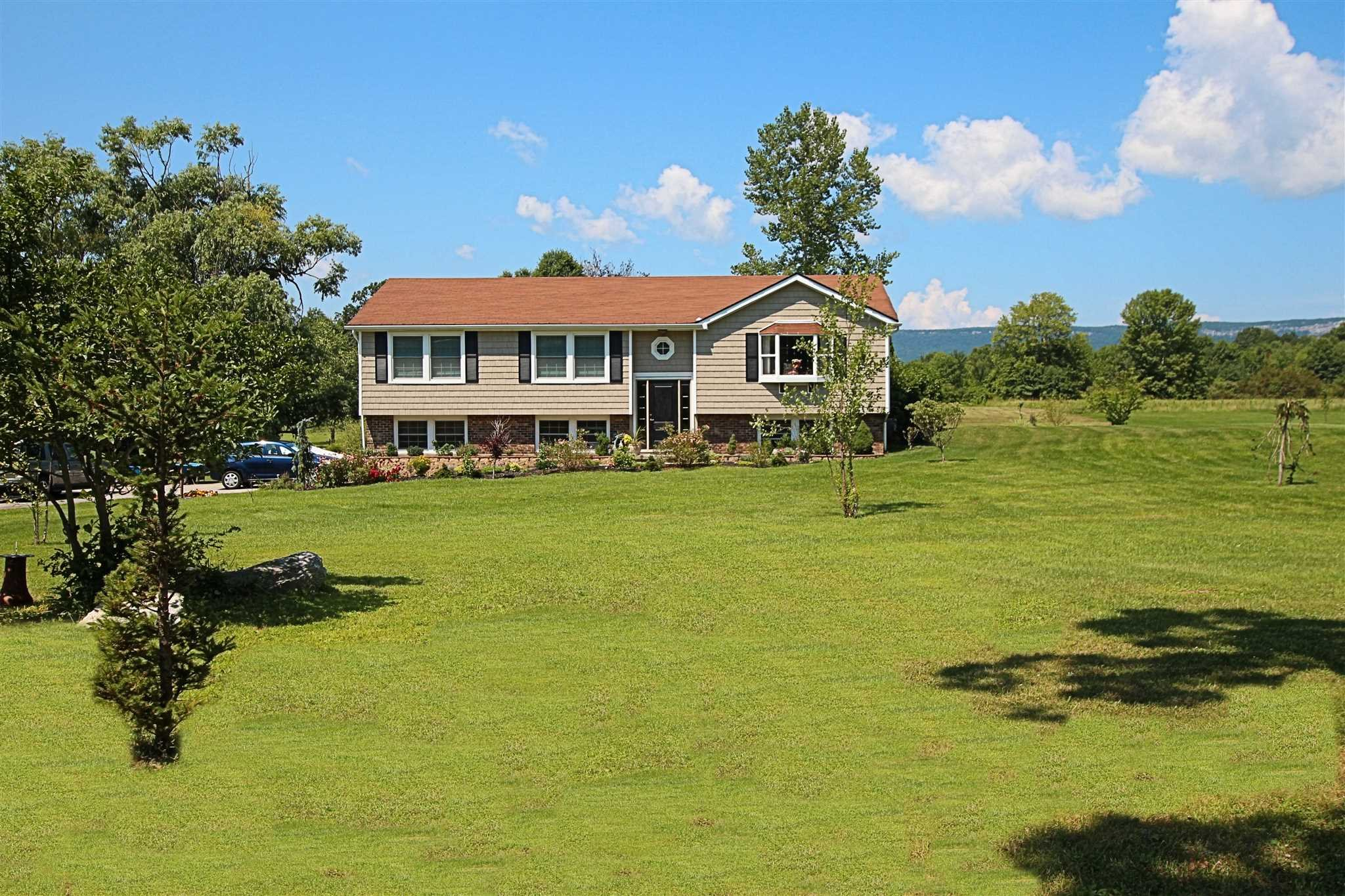 Single Family Home for Sale at 1180 ALBANY POST ROAD 1180 ALBANY POST ROAD Gardiner, New York 12525 United States