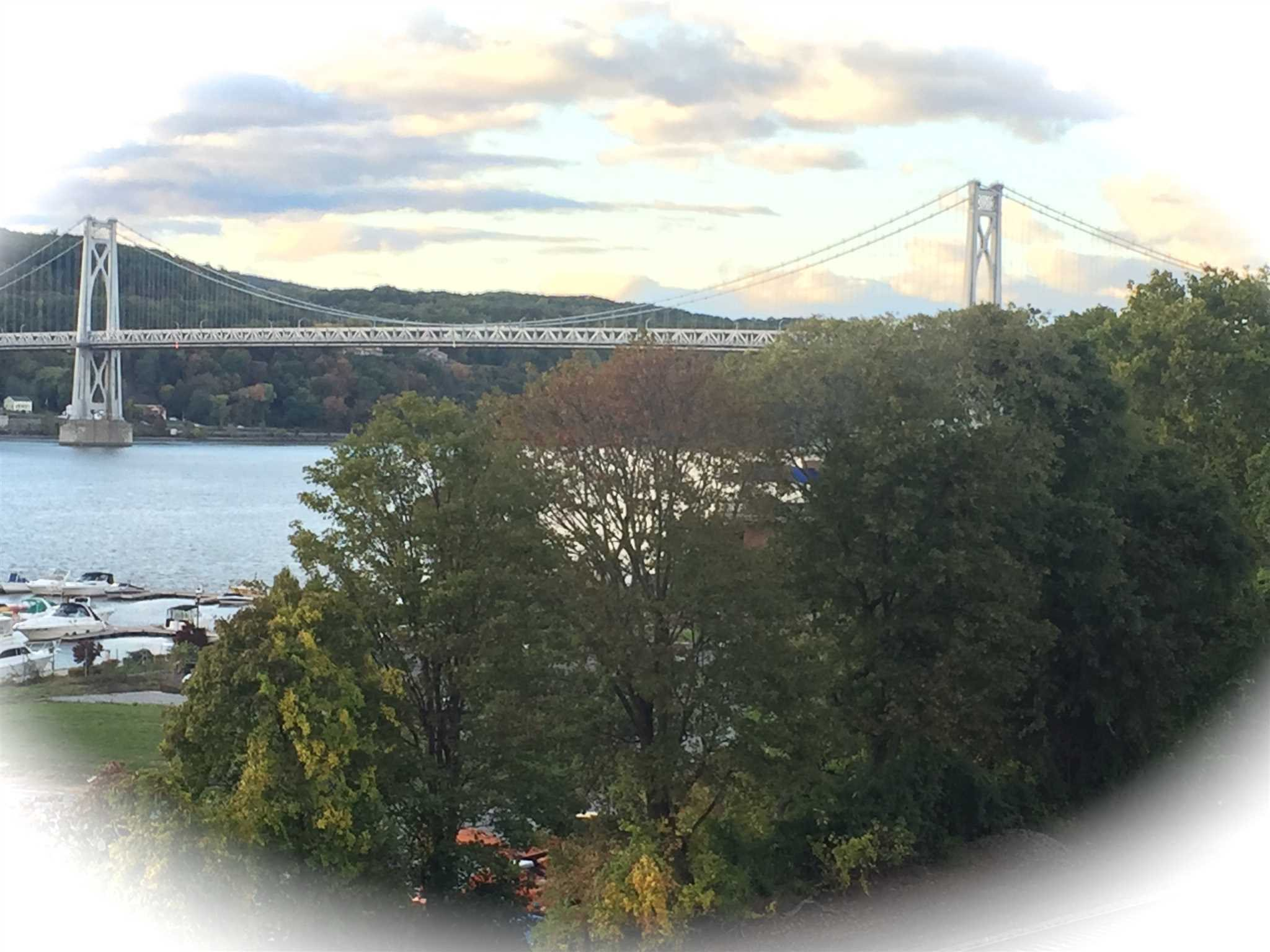 Single Family Home for Sale at 108 HUDSON POINTE DRIVE 108 HUDSON POINTE DRIVE Poughkeepsie, New York 12601 United States