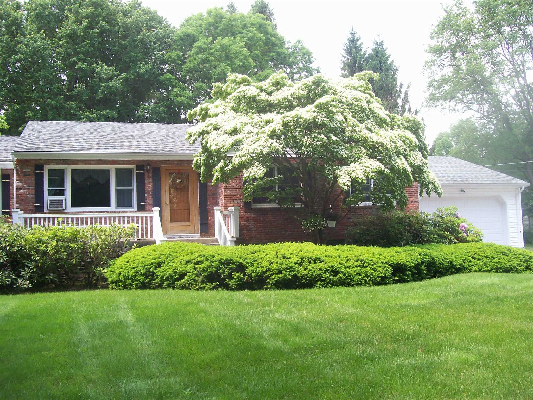 Single Family Home for Sale at 49 LAKESPRING Drive 49 LAKESPRING Drive Southeast, New York 10509 United States