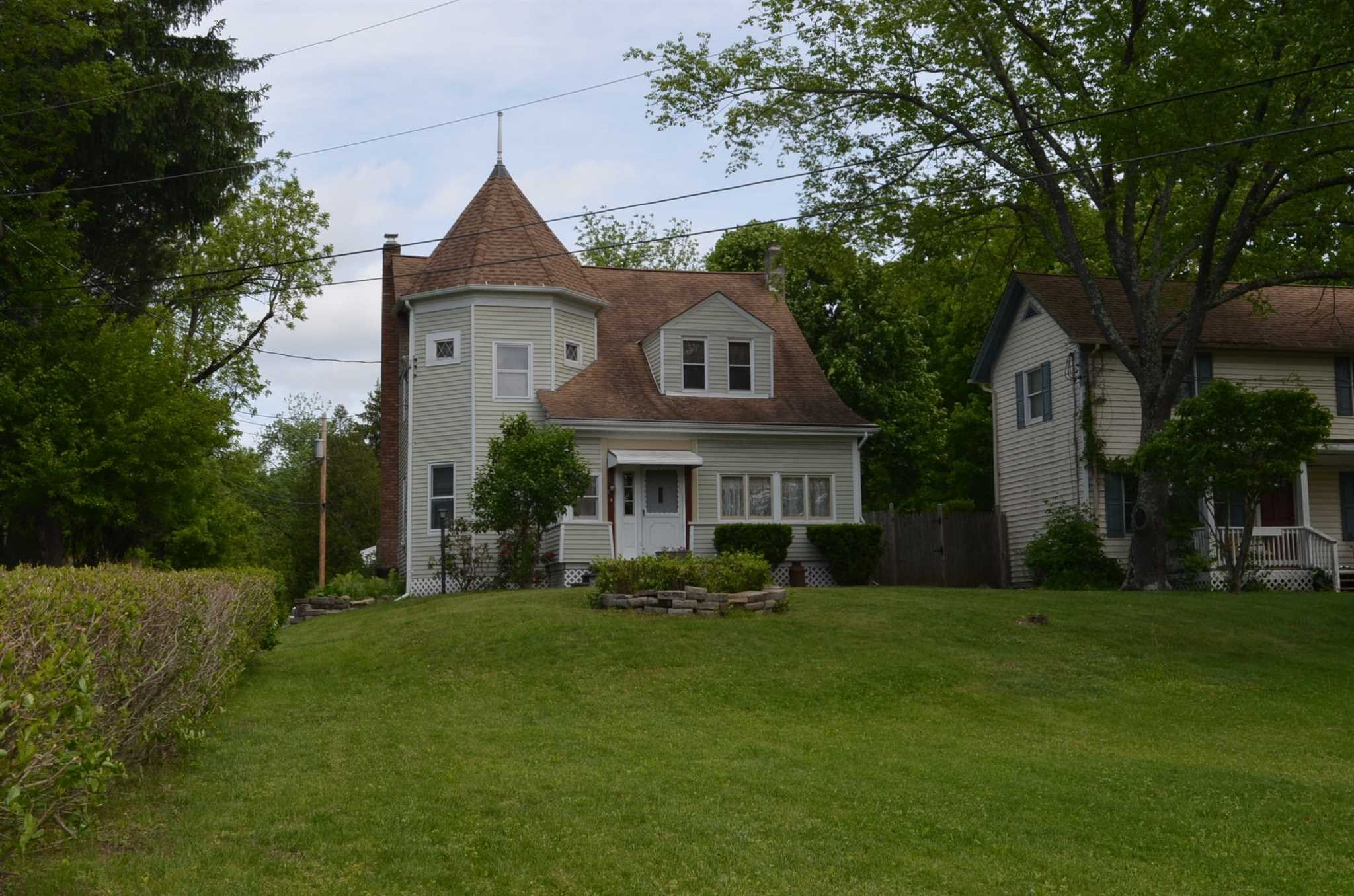 Single Family Home for Sale at 46 OLD POST ROAD 46 OLD POST ROAD Hyde Park, New York 12580 United States