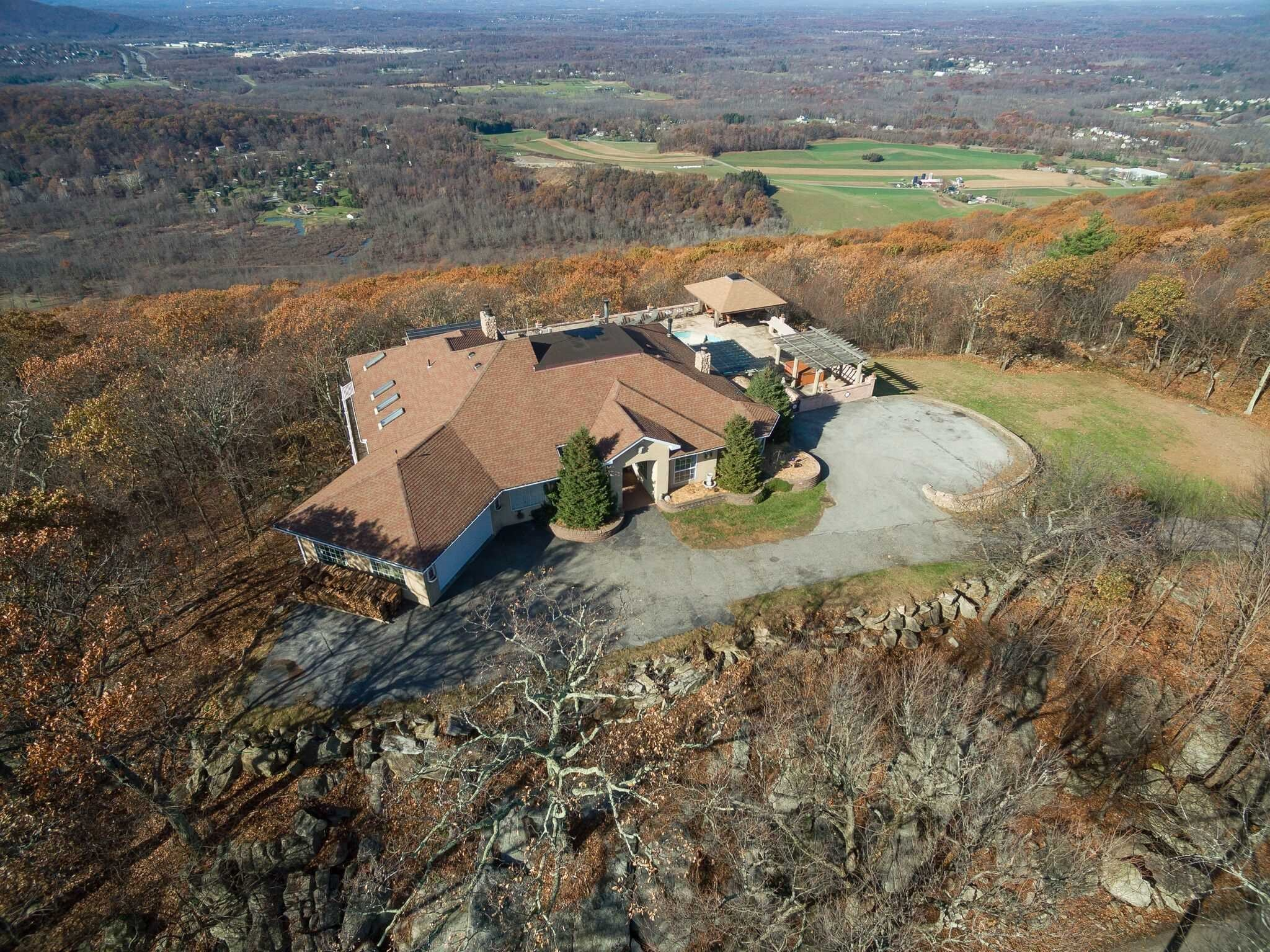 Single Family Home for Sale at 295 WOODMONT Road 295 WOODMONT Road East Fishkill, New York 12533 United States