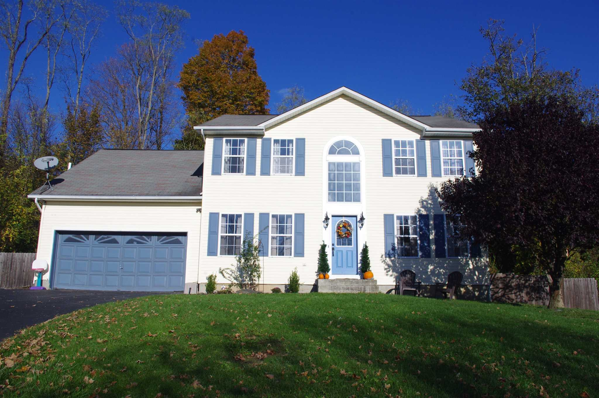 Single Family Home for Sale at 11 WOODCREST Court 11 WOODCREST Court Fishkill, New York 12590 United States