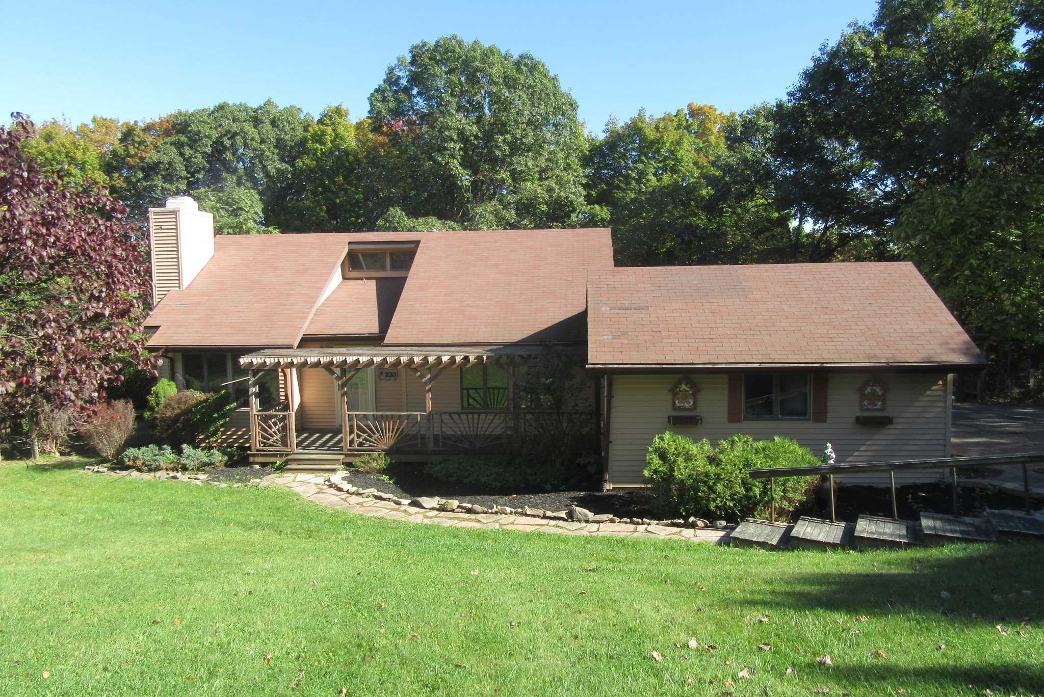 Single Family Home for Sale at 233 HILLCREST MANOR 233 HILLCREST MANOR Marlboro, New York 12542 United States