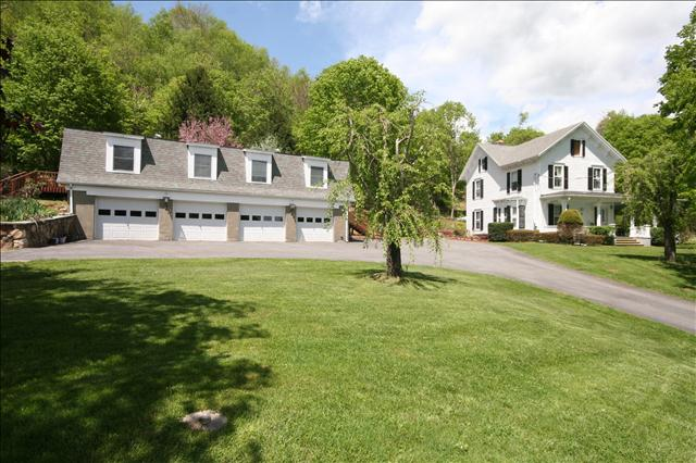 Single Family Home for Sale at 403 CUSHMAN ROAD 403 CUSHMAN ROAD Pawling, New York 12564 United States